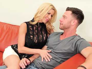 Alexis Fawx tries herself as a real estate agent and ends up giving titjob