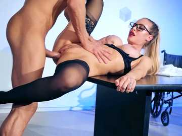 Bewitching instructor Nicole Aniston performs a sex lesson for Xander